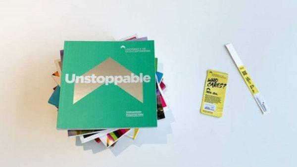 Durchgefallen: Die University of Gloucestershire und die Nachhaltigkeit von Druckerzeugnissen