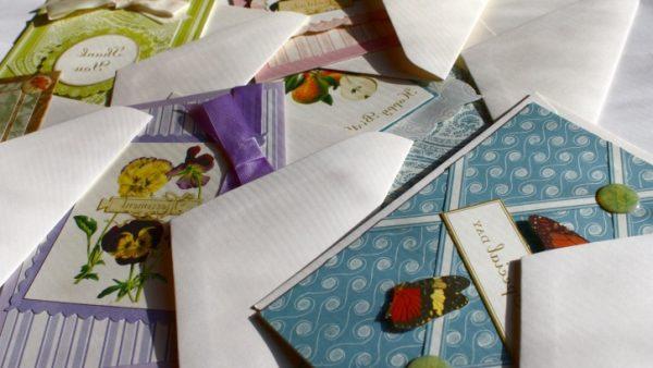 Papier ist nach wie vor der Favorit für Gruß- und Postkarten, denn jede sechste Einzelhandelsfiliale verkauft sie inzwischen