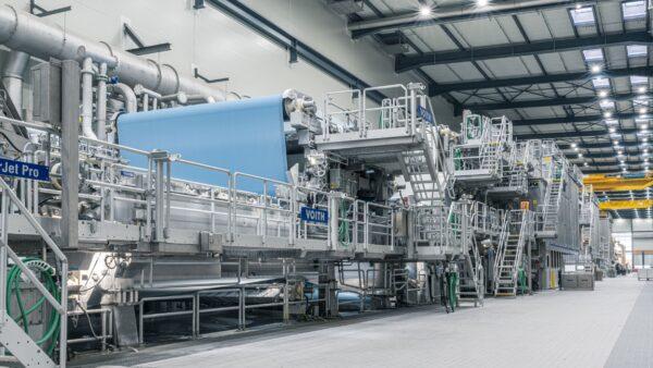 Koehler Paper produziert auf neuer Produktionslinie 8 in Kehl seit Jahresbeginn zu 100 % mit grünem Strom und spart weitere 45.000 Tonnen CO2 pro Jahr ein